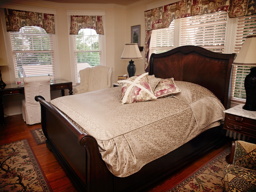 Ahoskie Hotels: Chamberview Suite Grand Sleigh Bed